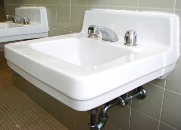 public-bathroom-1239028-1599x1149